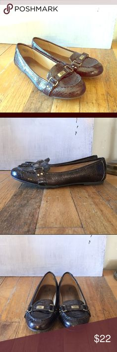 """🌹Anne Klein """"Sadya"""" Iflex Chic Brown Flats """"Sadya"""" iflex dark brown faux reptile print elegant ballet flats / loafers with round, imoccasin styled toe. Silver hardware with """"AK"""" silver logo at instep. Comfortable & chic–pairs well with many things–a style staple for casual office wear. Only very* light scuffing, not noticeable on, made well & in excellent condition. Size 6.5 M & true to size.   Bundle in my closet for up to 40% more off 😘  #anneklein #iflex #aksadya #loft #anntaylor #jcrew…"""