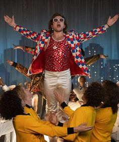 Elton John, o Rocketman - Moda masculina, por André do Val Jamie Bell, Bryce Dallas Howard, Richard Madden, Movies 2019, Hd Movies, Movies Online, Gianni Versace, John Lennon, Freddie Mercury