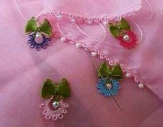 This Pin was discovered by HUZ Sewing Machine Embroidery, Hand Embroidery, Crochet Flowers, Crochet Lace, Crochet Unique, Point Lace, Art N Craft, Needle Lace, Lace Making