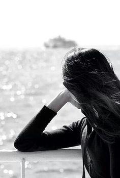 Sessizliği susturdum seni dinliyorum. Zamanı durdurdum seni yaşıyorum, seni düşündükçe hakikaten daha çok özlüyorum. . . Yağmur