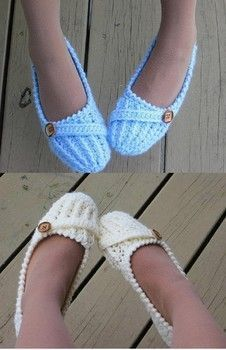 Quick and Easy to Crochet Slippers Free Pattern These women's slippers are easily made by crocheting all in one piece.<br> Crochet an easy pair of slippers using a thick yarn and an easy free crochet pattern Crochet Slipper Pattern, Crochet Socks, Crochet Gifts, Crochet Shawl, Crochet Clothes, Crochet Baby, Knit Crochet, Crochet Patterns, Crochet Designs