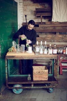 Kinfolk- in home bar Vintage Industrial, Industrial Style, Vintage Bar, Industrial Wedding, Industrial Design, Rolling Bar Cart, Best Hacks, Home Bar Areas, Drinks Trolley