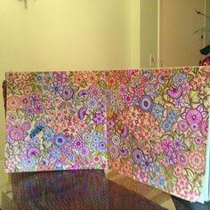 Flores! O Davi me ajudou a pintar o fundo! #jardimsecreto #jardimcolorido #jardimdetalentos #jardimsecretotop #johannabasford #fabercastell #fabercastell_br #faber_castell_br #livrodecolorir #livrocoloriramo #viciocolorido #LápisDeCor #florestaencantadatop #PaintingBook #adultcoloringbook #florestaencantada #creativehaven #viciodecolorir#lostoceancolors#jardimdascores#jardimsecretopmg#jardimsecretoinspire#colorindolivrostop#oceanoperdidotop#desenhoscolorir @martarocha2013 @angelarochamail