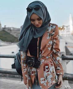 Floral blazer in apricot - check out: Esma <3