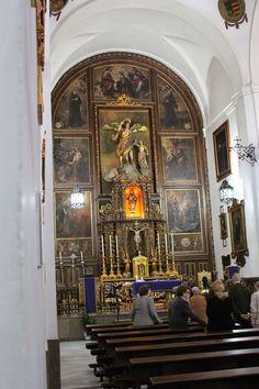 con un bello retablo en su altar mayor Cathedral, Altar, Painting, Home Decor, Cordoba, Walks, Cities, Decoration Home, Room Decor
