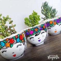 """Suculenta GD """"Unicornio"""" – El Taller de Magnolia Painted Plant Pots, Painted Flower Pots, Diy Planters, Ceramic Planters, Mexican Kitchen Decor, Flower Pot Design, Decorated Flower Pots, Vase Crafts, Sharpie Art"""