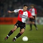 Robin van Persie. Bij Feyenoord een uiterst talentvolle, maar ook grillige linksbuiten. Won als achttienjarige al de UEFA-cup, en ging twee jaar later naar het buitenland om uit te groeien tot een absolute wereldster.