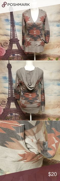 Enti Glamour hooded  sweater Size L Conditions EUC Color Brown  Shoulders 13 Chest 36 Length 30 Sleeves 31 ITEM P0GB56~10F94*Internal use only*  ▪25% off 🛍 Bundle 4 or more items and get 25% off automatically with my seller discount price   ▪$4,99 SHIPPING 🚛 Bundle over $25   ▪FREE SHIPPING 🚛 Bundle over $50 Enti Glamour Sweaters