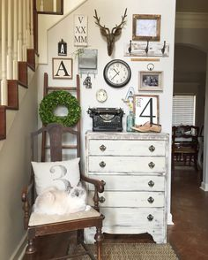 12 Ideas to Have The Best Rustic Gallery Wall Taxidermy antlers decor Decor, Rustic House, Rustic Wall Decor, Kitchen Wall Decor, Rustic Gallery Wall, Home Decor, Room Decor, Antlers Decor, Rustic Walls