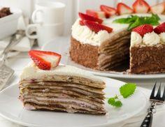 Palatschinken-Erdbeer-Torte mit Mokkacreme