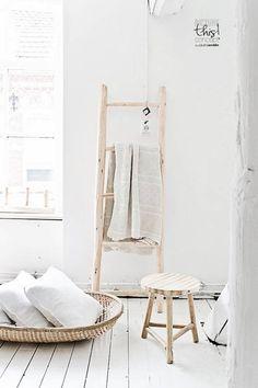 Ideas creativas para decorar con escaleras antiguas - Very Nice Things