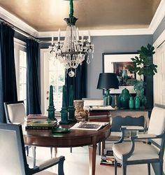fantastische Decke - Arbeitsplatz mit Lampen und Stühlen