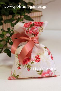 Μπομπονιέρα βάπτισης πουγκί τριαντάφυλλα φλοράλ | Ανθοδιακοσμήσεις | Χειροποίητες μπομπονιέρες και προσκλητήρια | Είδη γάμου και βάπτισης | ...