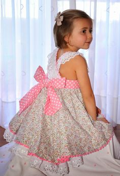 Vestidos para niña                                                       … Little Girl Outfits, Little Girl Fashion, Little Girl Dresses, Kids Outfits, Kids Fashion, Baby Girl Dresses, Baby Dress, Cute Dresses, Flower Girl Dresses
