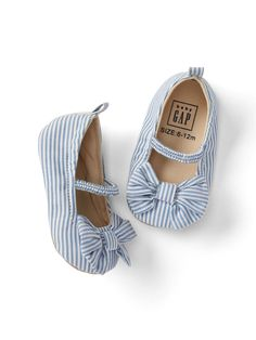 Shop Gap for darling baby girl shoes. Our shoes for baby girls are perfect for every occasion. Choose from baby girl sandals, booties, and many other styles. Cute Baby Shoes, Baby Girl Shoes, My Baby Girl, Kid Shoes, Girls Shoes, Baby Baby, Little Girl Fashion, Toddler Fashion, Toddler Outfits