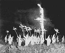 24/12/1865 : création du Ku Klux Klan.
