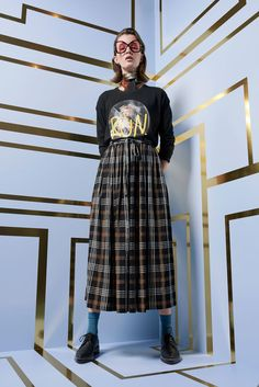Karen Walker Pre-Fall 2018 Fashion Show Collection: See the complete Karen Walker Pre-Fall 2018 collection. Look 31 Fashion History, Fashion News, Fashion Art, Fashion Outfits, Fashion Design, Plaid Outfits, Fashion Clothes, Estilo Cool, What To Wear Today