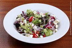 Forneria Copacabana (jantar)  Salada Gregoriana  Mix de folhas, cebola roxa, pepino, tomate cereja, mussarela de búfala e azeitonas marinadas