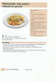 rijstsalade met noten, salami en perzik