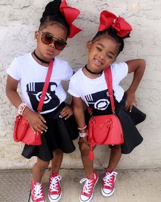 Kids of nowadays can pose for Africa! Lol... Below are some very cute pictures of the spectacular Trueblue Twins, Megan and Morgan, our kiddies style crush;