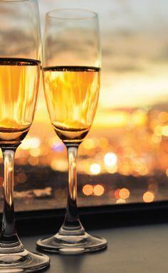 Hva med å gi bort en lærdom om de gylne bobler? For dem som har alt er champagnesmaking en morsom og lærerik gave.