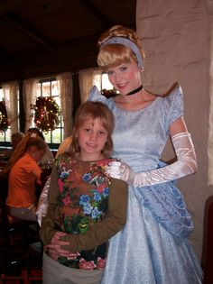 Taylor dined with Cinderella and all of the princesses on a trip to #Disney World in 2006.