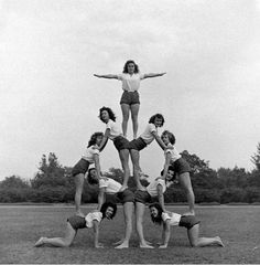 Hoover High School gymnastics pyramid, TIME Throughout the first levels regarding cheerleading the game only Cheer Pyramids, Cheerleading Pyramids, Hoover High School, Cool Cheer Stunts, Cheer Team Pictures, Cheer Workouts, Song Workouts, Morning Workouts, Workout Music