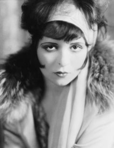 LOVE THE LOOK OF THE 20'S CLARA BOW 1926 Vintage Fashion Moments