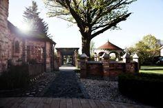 Living Exclusive Showroom; Gartendesign, Anregungen für eine ganz individuelle Gartengestaltung, Wasser und Feuer, Erde und Luft.