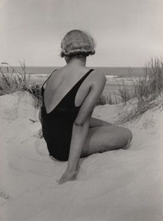 Emil Otto Hoppé :: A Back View, 1932