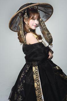 By cosplayer yurisa♡ Harajuku Mode, Harajuku Fashion, Lolita Fashion, Fashion Outfits, Korean Traditional Dress, Traditional Dresses, Oriental Fashion, Asian Fashion, Modern Hanbok