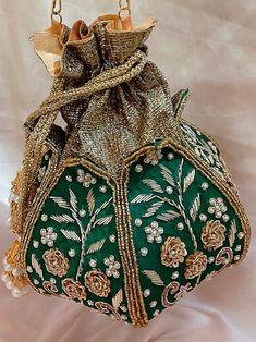 Vintage Purses, Vintage Handbags, Vintage Bags, Embroidery Works, Hand Embroidery, Embroidery Ideas, Scottish Costume, Potli Bags, Buy Bags