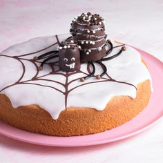Süße Spinnen auf Zitronenkuchen Sweet spiders on lemon cake Related posts: Coconut and lemon bundt cake with raspberry glaze Halloween Torte, Dessert Halloween, Halloween Treats For Kids, Fete Halloween, Halloween Cupcakes, Halloween Birthday, Halloween Ideas, Scary Cakes, Hallowen Food