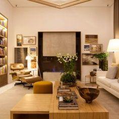 Bruno Gap assina a Biblioteca de Estar, que tem como proposta combinar espaço informal para leitura e sala de estar, tudo sem perder o aconchego.
