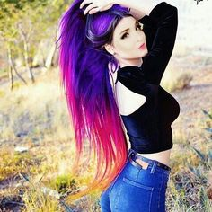 EMO hairstyles are the best way to identify an EMO. These people have always stood out in the crowd due to their extravagant hairstyles and outfits. Hair Dye Colors, Hair Color Blue, Cool Hair Color, Purple Hair, Pastel Hair, Green Hair, Pastel Goth, Color Yellow, Color Black
