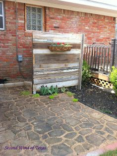 Use some old fencing, or scrap wood or pallet wood to fabricate a screen to hide a/c units. Hide the propane tank. Diy Garden Fence, Veg Garden, Home And Garden, Outdoor Spaces, Outdoor Living, Outdoor Decor, Outdoor Ideas, Air Conditioner Screen, Backyard Makeover