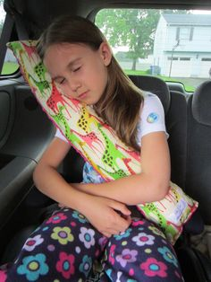 Seat belt pillow … good idea!  great use for scrap fabric!