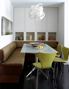 The Arne Jacobsen-designed chairs in the banquette are upholstered in Knoll's Pop Parakeet