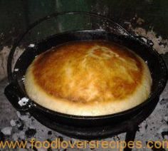 JAN SE GEEN KNIE BROOD Braai Recipes, Brunch Recipes, Cooking Recipes, Cooking Bread, Bread Baking, Campfire Food, Campfire Recipes, South African Dishes, Chiffon Cake