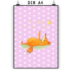 Poster DIN A4 Fuchs Sterne aus Papier 160 Gramm  weiß - Das Original von Mr. & Mrs. Panda.  Jedes wunderschöne Motiv auf unseren Postern aus dem Hause Mr. & Mrs. Panda wird mit viel Liebe von Mrs. Panda handgezeichnet und entworfen.  Unsere Poster werden mit sehr hochwertigen Tinten gedruckt und sind 40 Jahre UV-Lichtbeständig und auch für Kinderzimmer absolut unbedenklich. Dein Poster wird sicher verpackt per Post geliefert.    Über unser Motiv Fuchs Sterne  Die Fox-Edition ist eine…