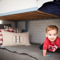 What's great about our bedding is even when these cute little munchkins crawl on the bed, it doesn't get messed up! A bed that stays made! Thanks for the adorable pic @houseof5five ❤️ Your little guy is adorable! #ZipYourBed #Beddys #ZipperBedding