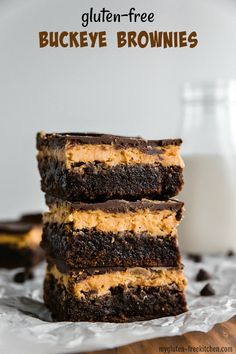 Gluten-free Buckeye Brownies are a chewy, fudgy gluten-free brownie topped by a creamy peanut butter layer, then glazed with a smooth layer of dark chocolate! Best Gluten Free Recipes, Gluten Free Sweets, Gluten Free Cakes, Gluten Free Baking, Foods With Gluten, Sans Gluten, Buckeye Brownies, Cookie Brownies, Gluten Free Kitchen
