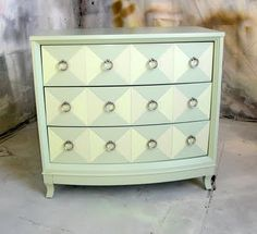 Sydney Barton - Painted Furniture: Chest in Shades of Green