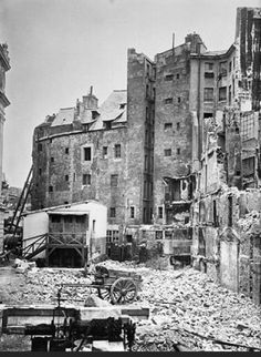 Paris 1er, la démolition de la Place Dauphine, photographiée par Pierre Emonds en 1871