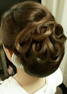 Bun Hairstyles, Wedding Hairstyles, Curly Hair Styles, Natural Hair Styles, Wedding Hair Inspiration, Hair Dos, Hair Designs, Bridal Hair, Hair Makeup