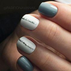 great nailart design for short nails: glitter stripe. easy great nailart design for short nails: glitter stripe. Simple Nail Art Designs, Short Nail Designs, Beautiful Nail Designs, Cute Nail Designs, Stripe Nail Designs, Winter Nail Designs, Beginner Nail Designs, Shellac Designs, Neutral Nail Designs