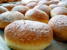 Krapfen, crafle, crofne - Retete in imagini - Culinar. Romanian Desserts, Romanian Food, Romanian Recipes, Beignets, Cake Recipes, Dessert Recipes, Food Festival, Coco, Delish