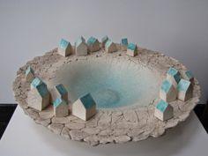 Diana Keramik - Fimo und Keramik - Art World Clay Houses, Ceramic Houses, Ceramic Clay, Ceramic Plates, Pottery Houses, Pottery Pots, Ceramic Pottery, Clay Bowl, Ceramics Projects