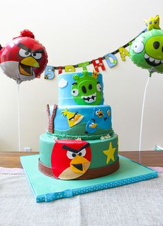 Angry Birds birthday cake by the little epicurean, via Flickr