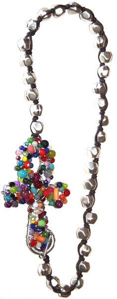 flipar en colores, 40 cm. Realizado con cuentas de zamak baño de plata, cristales y piedras semi preciosas.